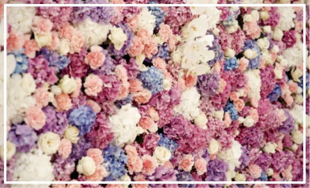 Dirbtinų gėlių siena